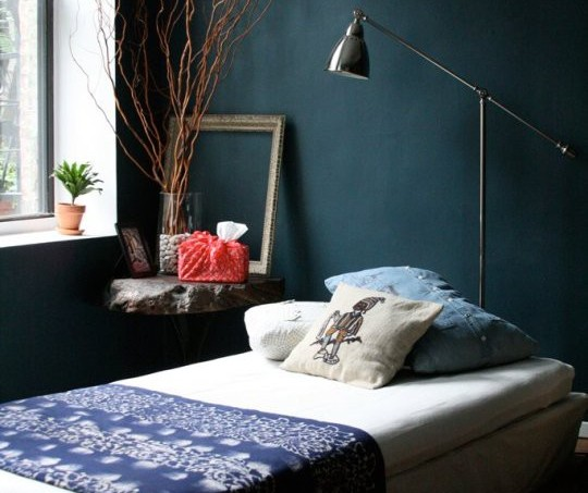 teal-bedroom-apartment-therapy3