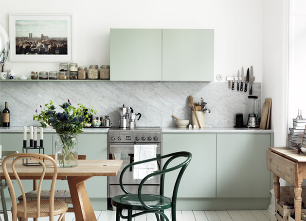 green-painted-kitchen-by-petra-bindel3