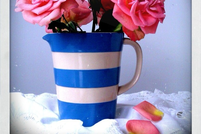 roses-in-cornishware-jug2