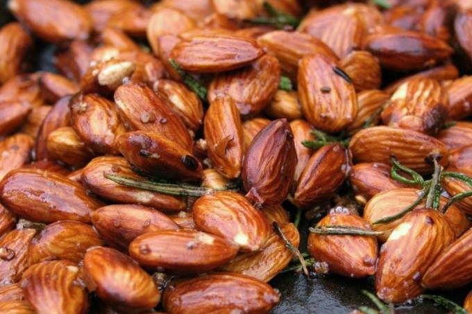 rosemary-spiced-almond-recipe1