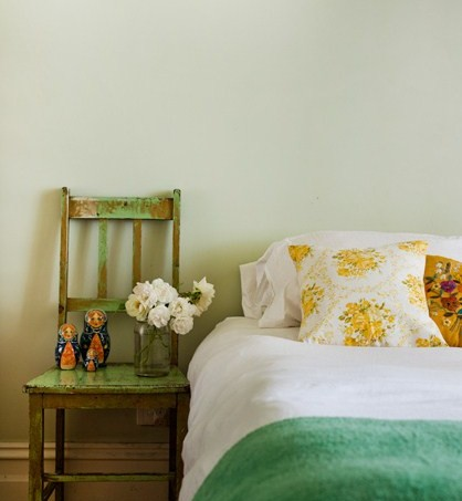 sage-and-yellow-vintage-bedroom-ideas11