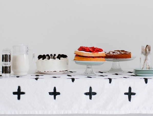 graphic-pattern-painted-tablecloth-diy2