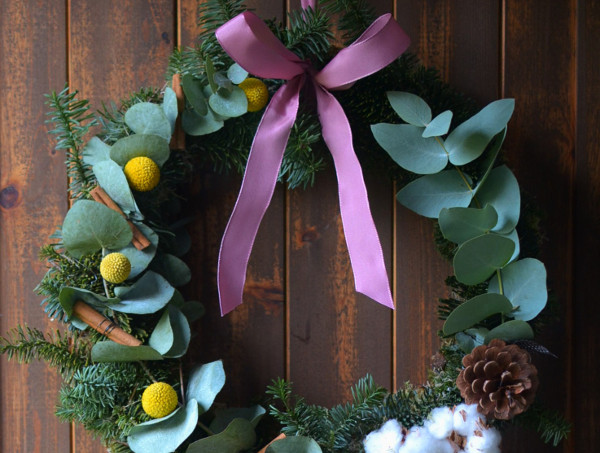 homemade-christmas-wreath-with-eucalyptus-diy1