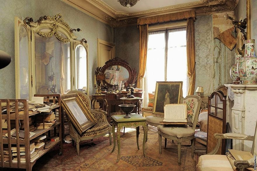 Abandoned Paris apartment of Madame de Florian