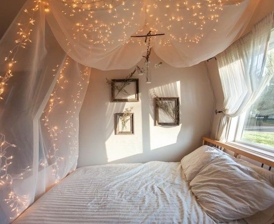 fairy-lights-over-bed-curtains1
