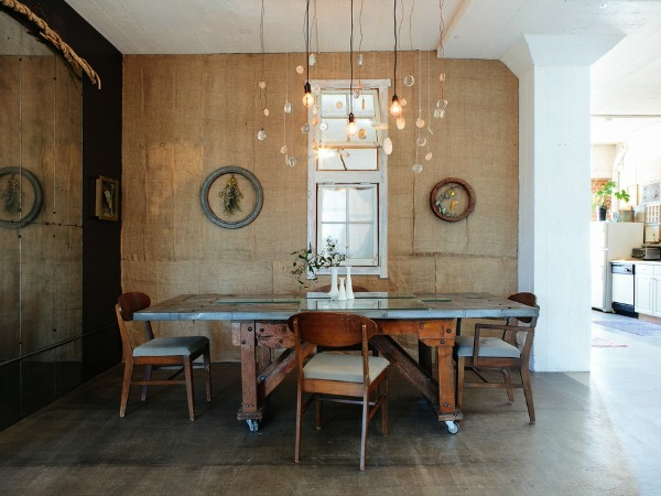 Walls covered in burlap hessian