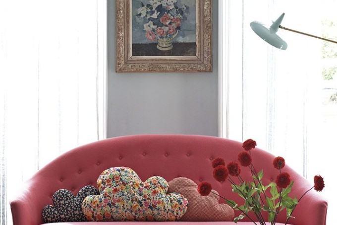 Grey room with pink sofa