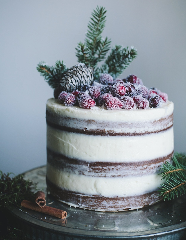 Natural Christmas Cake Decoration. Decorating ...