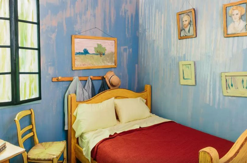 Van Gogh bedroom Airbnb - 3