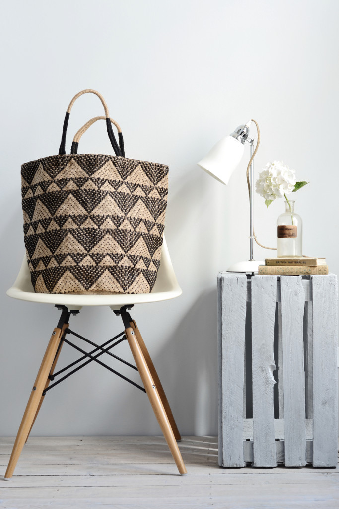Decorator's Notebook jute bag black triangles